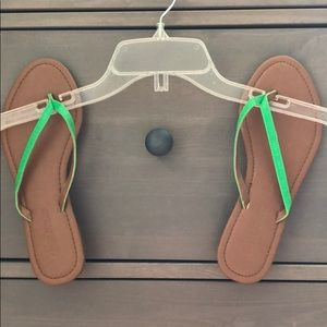 Leather flip flops w/green accent